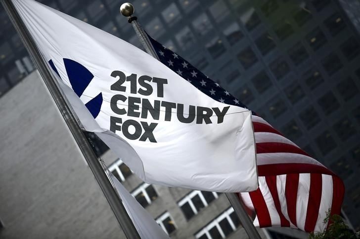 The flag of the Twenty-First Century Fox Inc is seen waving at the company headquarters in the Manhattan borough in New York June 11, 2015.  REUTERS/Eduardo Munoz/Files