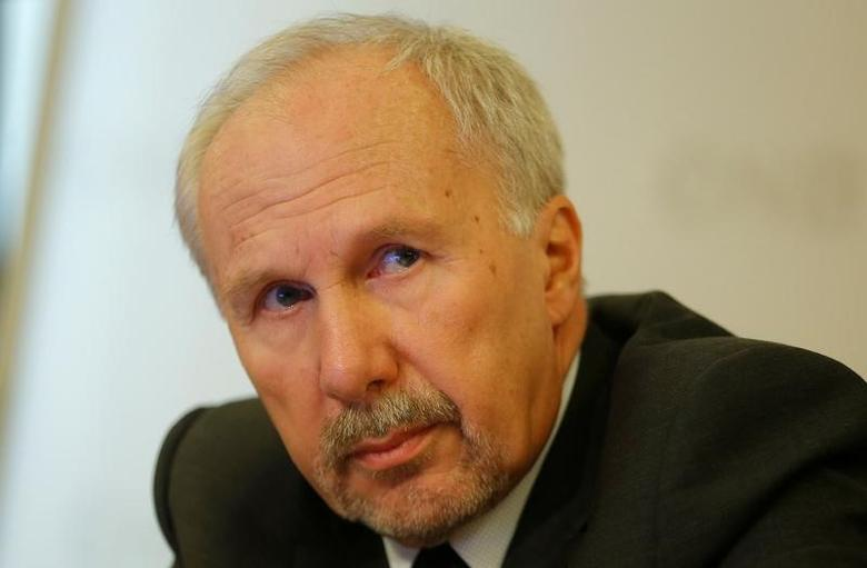 European Central Bank Governing Council member Ewald Nowotny addresses a news conference in Vienna, Austria, Dezember 5, 2016. REUTERS/Heinz-Peter Bader