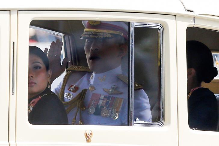 Thailand's new King Maha Vajiralongkorn Bodindradebayavarangkun is seen on his way to the Grand Palace in Bangkok, Thailand, December 2, 2016.  REUTERS/Jorge Silva