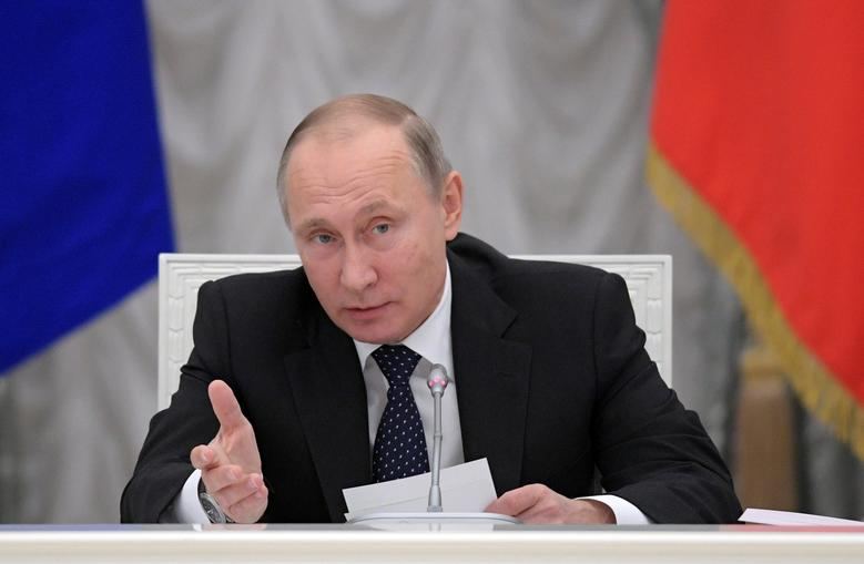 Russian President Vladimir Putin chairs a meeting about state funding for science at the Kremlin in Moscow, Russia November 23, 2016. Sputnik/Alexei Druzhinin/Kremlin via REUTERS