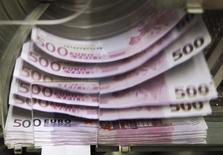 Les appels lancés aux gouvernements de la zone euro en faveur d'une augmentation de la dépense publique pour soutenir la croissance ne semblent pas avoir été entendus pour l'instant, au vu des estimations d'émissions de dettes publiques pour 2017. /Photo d'archives/REUTERS/Thierry Roge