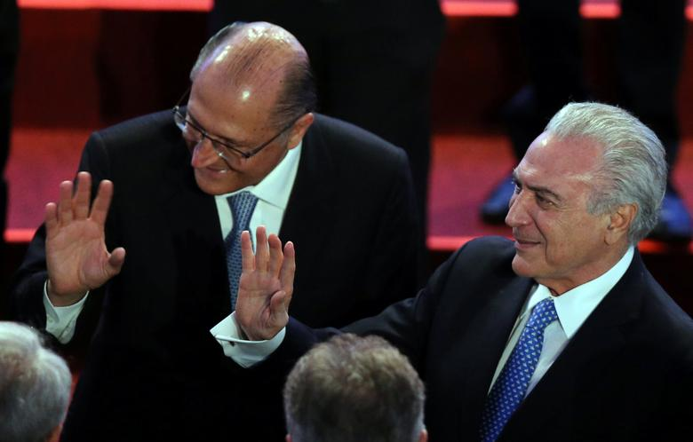 Brazil's President Michel Temer (R) and Sao Paulo's Governor Geraldo Alckmin gesture during a meeting with businessmen in Sao Paulo, Brazil December 12, 2016. REUTERS/Paulo Whitaker