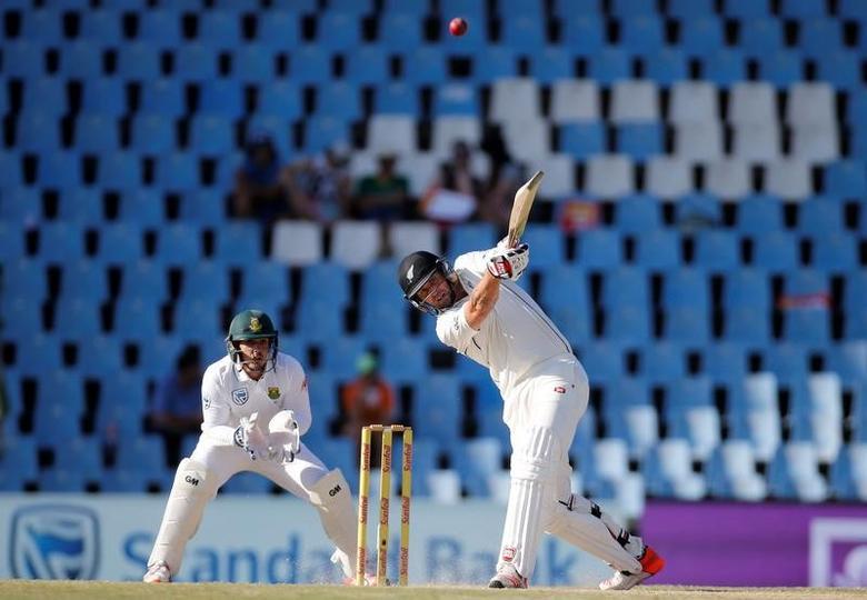 Cricket - New Zealand v South Africa - second cricket test match - Centurion Park, Centurion, South Africa - 30/8/2016. New Zealand's Doug Bracewell plays a shot as South Africa's wicketkeeper Quinton de Kock looks on. REUTERS/Siphiwe Sibeko