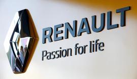 Renault a tenu mardi la neuvième et dernière séance de négociations sur son nouvel accord de compétitivité qui pourrait être signé début 2017 si une majorité de syndicats juge que les divergences sur les questions de flexibilité ont été aplanies. /Photo d'archives/REUTERS/Vasily Fedosenko