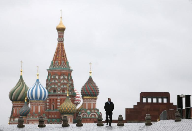 A man walks along Red Square, with the mausoleum of Soviet state founder Vladimir Lenin (R) and St. Basil's Cathedral seen in the background, in central Moscow, Russia December 21, 2015. REUTERS/Maxim Shemetov/File Photo