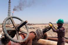 L'Opep a souligné mercredi un risque accru de surproduction mondiale de pétrole l'année prochaine, à moins que les accords signés par ses membres et par les pays non-membres du cartel ne s'appliquent comme prévu à partir du 1er janvier. /Photo d'archives/REUTERS/Essam Al-Sudani
