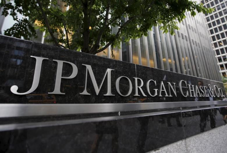 A view of the exterior of the JP Morgan Chase & Co. corporate headquarters in New York City May 20, 2015.  REUTERS/Mike Segar/Files - RTSS8RV