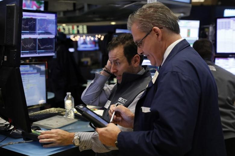 Traders work on floor of the New York Stock Exchange (NYSE) shortly before the close of trading in New York, U.S., December 13, 2016.  REUTERS/Lucas Jackson - RTX2UWJH