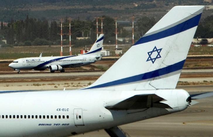 El Al airplanes are seen on the runway at Ben Gurion International airport near Tel Aviv August 22, 2011.  REUTERS/Ronen Zvulun/Files