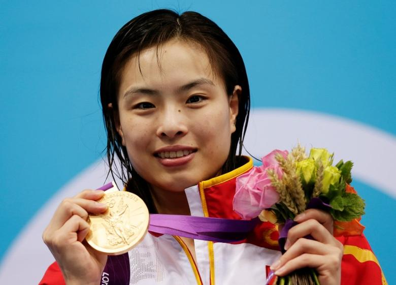 China's Wu Minxia poses with her gold medal after winning the women's 3m springboard final at the London 2012 Olympic Games at the Aquatics Centre August 5, 2012. REUTERS/Tim Wimborne/File Photo