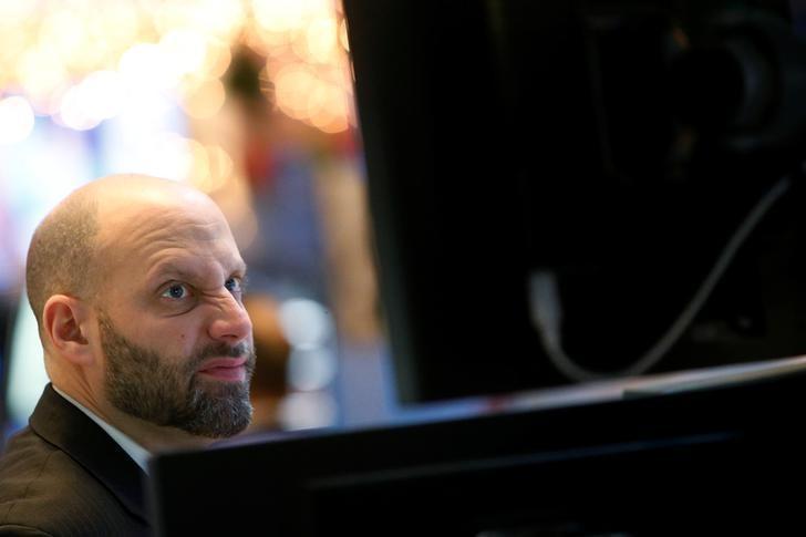 Traders work on the floor of the New York Stock Exchange (NYSE) in New York City, U.S., December 15, 2016.  REUTERS/Brendan McDermid