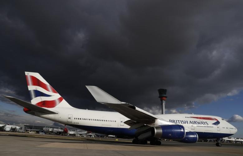 A British Airways aircraft taxis at Heathrow Airport near London, Britain October 11, 2016. REUTERS/Stefan Wermuth - RTSRSX2