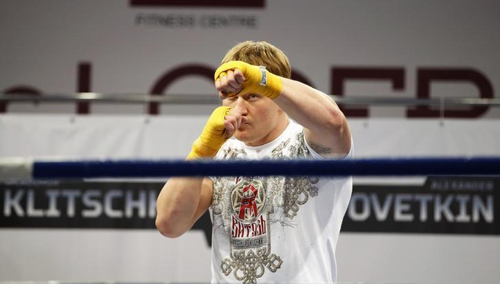 Alexander Povetkin of Russia attends an open training session in Moscow, October 2, 2013. REUTERS/Grigory Dukor/Files