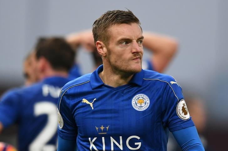 Britain Football Soccer - Stoke City v Leicester City - Premier League - bet365 Stadium - 17/12/16 Leicester City's Jamie Vardy looks dejected after being sent off Reuters / Anthony Devlin Livepic