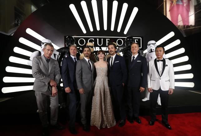 The cast poses on the red carpet as they arrive at the world premiere of the film ''Rogue One: A Star Wars Story'' in Hollywood, California, U.S., December 10, 2016.  REUTERS/Mario Anzuoni