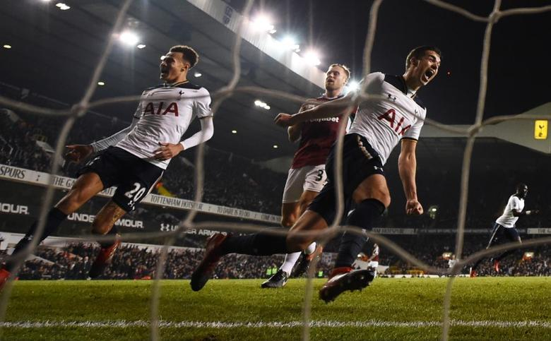 Britain Football Soccer - Tottenham Hotspur v Burnley - Premier League - White Hart Lane - 18/12/16 Tottenham's Harry Winks and Dele Alli celebrate their second goal  Reuters / Dylan Martinez Livepic