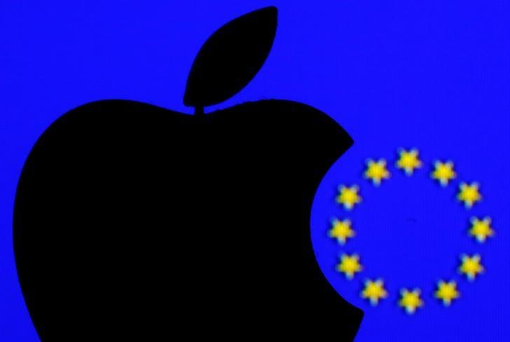 A 3D printed Apple logo is seen in front of a displayed European Union flag in this illustration taken September 2, 2016. REUTERS/Dado Ruvic/Illustration/File Photo