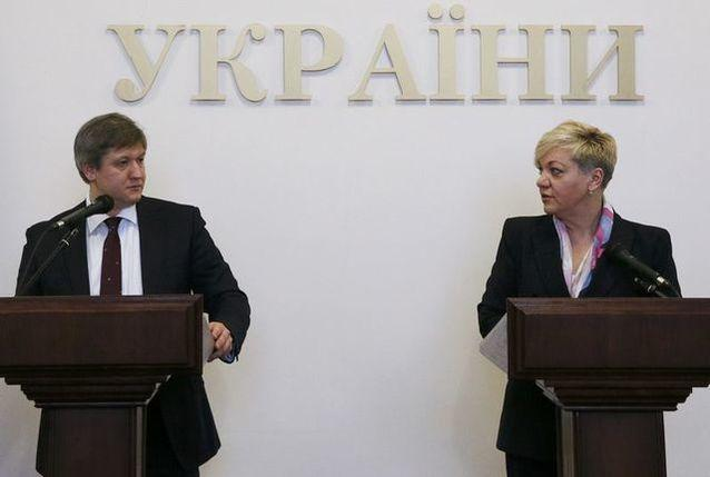 Ukraine's Finance Minister Oleksandr Danylyuk (L) and Central Bank Governor Valeriia Gontareva attend a news conference in Kiev, Ukraine, December 19, 2016. REUTERS/Valentyn Ogirenko