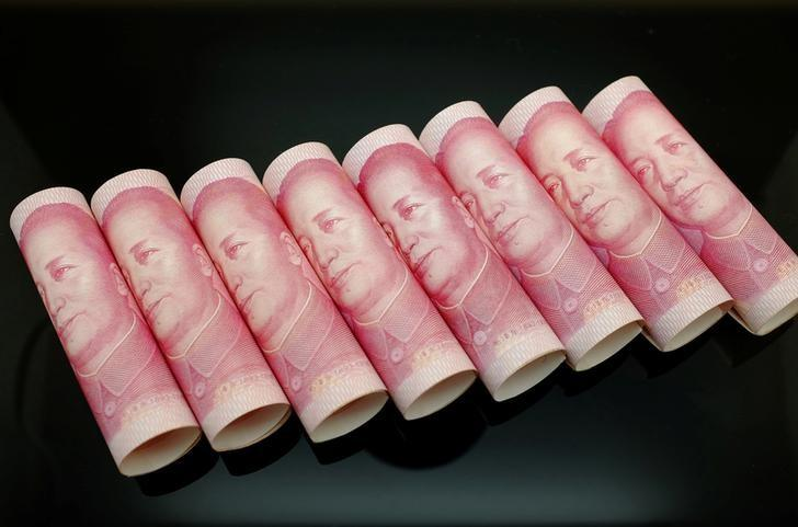 100 Yuan notes are seen in this illustration picture in Beijing, China November 5, 2013.   REUTERS/Jason Lee/File Photo