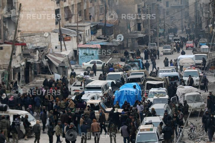 Rebel fighters and civilians wait to be evacuated from a rebel-held sector of eastern Aleppo, Syria December 18, 2016. REUTERS/Abdalrhman Ismail