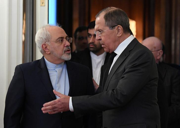 Russian Foreign Minister Sergei Lavrov (R) and his Iranian counterpart Mohammad Javad Zarif speak while entering a hall during a meeting in Moscow, Russia, December 20, 2016. REUTERS/Natalia Kolesnikova/Pool