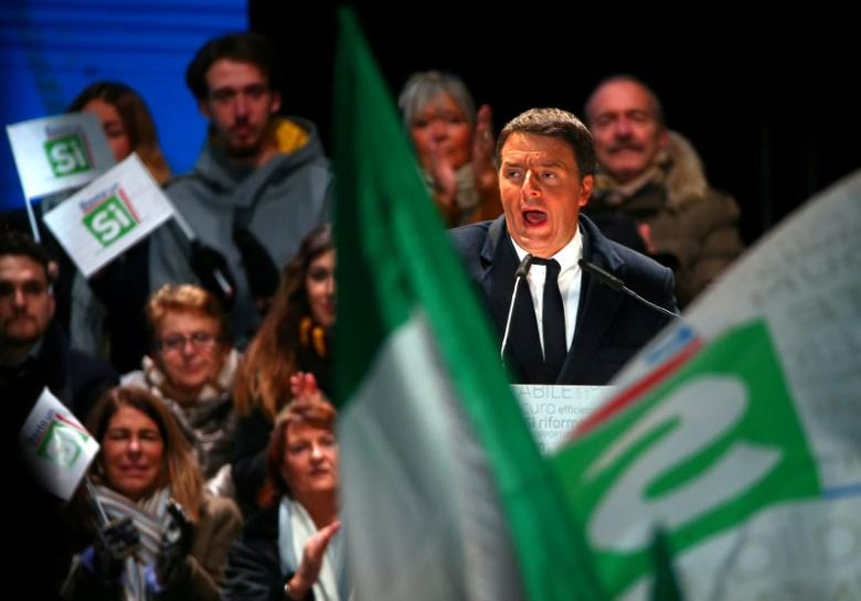 Italian Prime Minister Matteo Renzi speaks during the last rally for a ''Yes'' vote in the referendum about constitutional reform, in Florence, Italy, December 2, 2016. REUTERS/Alessandro Bianchi/File Photo