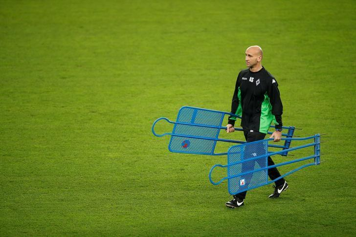 Football Soccer -  Borussia Moenchengladbach training session - UEFA Champions League - Camp Nou stadium, Barcelona, Spain - 5/12/2016 - Borussia Moenchengladbach's coach Andre Schubert attends training session before the match against Barcelona. REUTERS/ Albert Gea