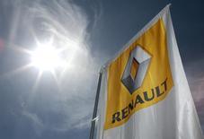 Force ouvrière, quatrième syndicat du Renault, signera début 2017 le nouvel accord de compétitivité du groupe automobile en France, a annoncé mercredi à Reuters la responsable des négociations pour le syndicat. /Photo d'archives/REUTERS/Eric Gaillard