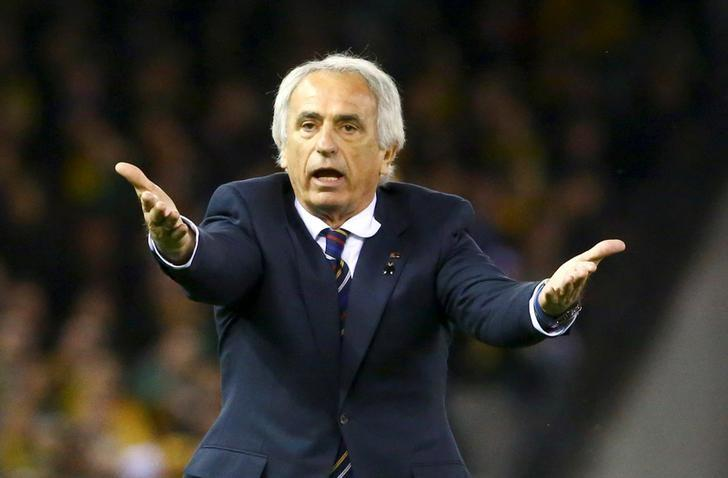 Football Soccer - Australia v Japan - World Cup 2018 Qualifier - Docklands stadium - Melbourne, Australia - 11/10/16. Japan's head coach Vahid Halilhodzic gestures during the match REUTERS/David Gray