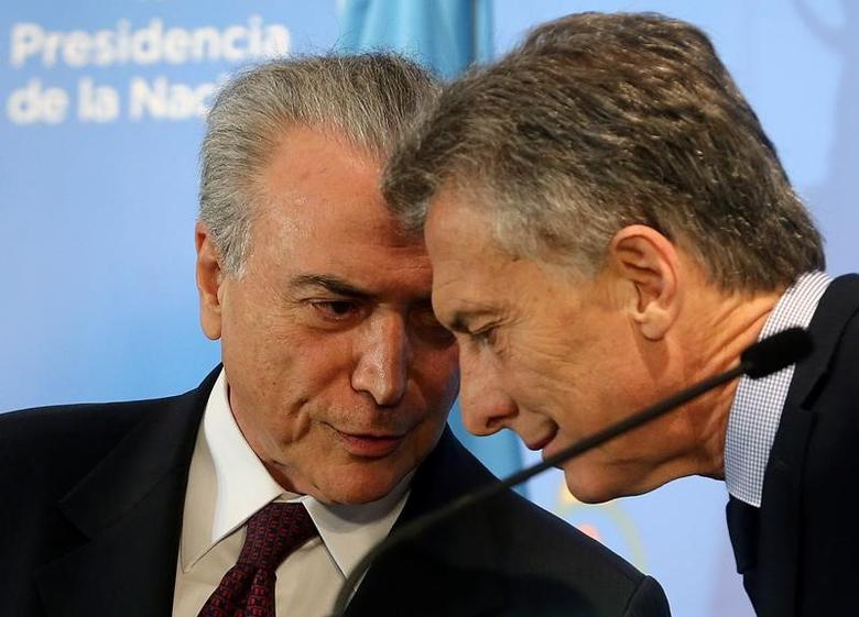 Presidents of Brazil, Michel Temer (L) and Argentina, Mauricio Macri, talk before giving a joint news conference at the Olivos Presidential residence in Buenos Aires, Argentina October 3, 2016. REUTERS/Enrique Marcarian