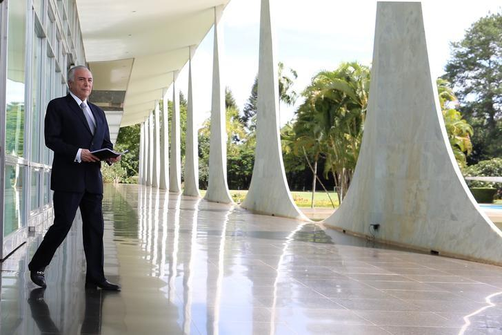 Brazil's President Michel Temer walks at Alvorada Palace after a breakfast news conference with journalists in Brasilia, Brazil, December 22, 2016. REUTERS/Adriano Machado - RTX2W6UN
