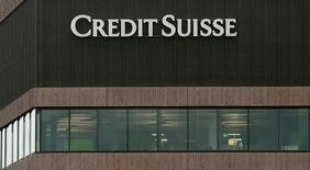 Logo del banco Suizo Credit Suisse es visto en Zurich, Suiza. 23 de diciembre, 2016. Credit Suisse acordó en principio pagar a las autoridades estadounidenses 2.480 millones de dólares para resolver demandas que acusan a la entidad de haber engañado a los inversores sobre valores respaldados por hipotecas que vendió antes de la crisis financiera del 2008, dijo el viernes el banco suizo.REUTERS/Arnd Wiegmann