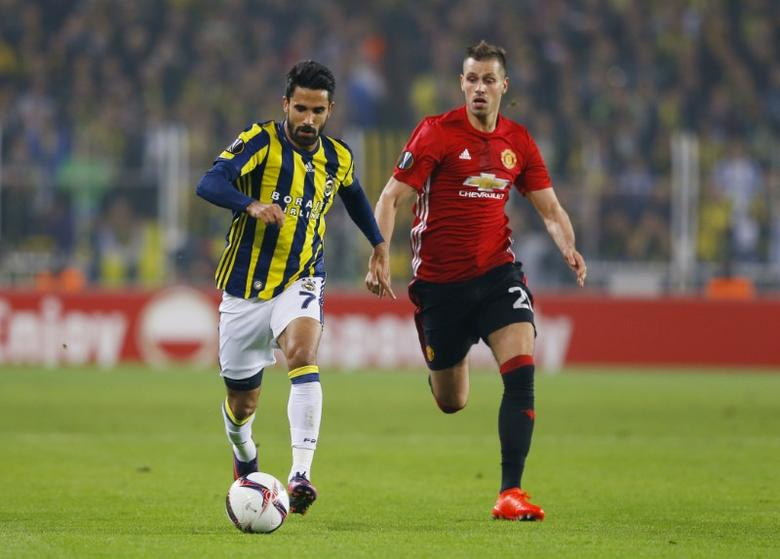 Fenerbahce's Alper Potuk in action with Manchester United's Morgan Schneiderlin. Fenerbahce SK v Manchester United - UEFA Europa League Group Stage - Group A - SK Sukru Saracoglu Stadium, Istanbul, Turkey - 3/11/16. Reuters / Murad SezerLivepic