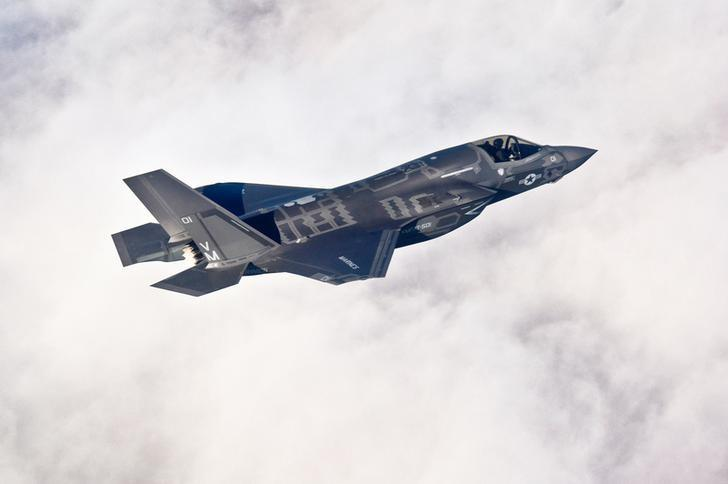 A Lockheed Martin F-35B Lightning II joint strike fighter flies toward its new home at Eglin Air Force Base, Florida in this U.S. Air Force picture taken on January 11, 2011.   REUTERS/U.S. Air Force/Staff Sgt. Joely Santiago/Handout/File Photo