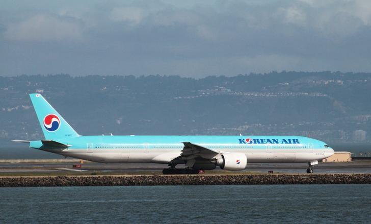 A Korean Air Boeing 777-300ER taxis at San Francisco International Airport, February 7, 2015. REUTERS/Louis Nastro/Files