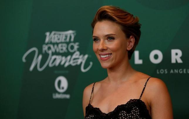 Actor and honoree Scarlett Johansson poses at Variety's Power of Women Luncheon in Beverly Hills, California U.S., October 14, 2016. REUTERS/Mario Anzuoni/Files
