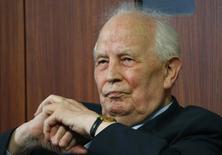 L'ancien président de la Bundesbank Hans Tietmeyer (photo), l'un des architectes de l'union monétaire européenne, est décédé à l'âge de 85 ans. /Photo d'archives/REUTERS/Ralph Orlowski