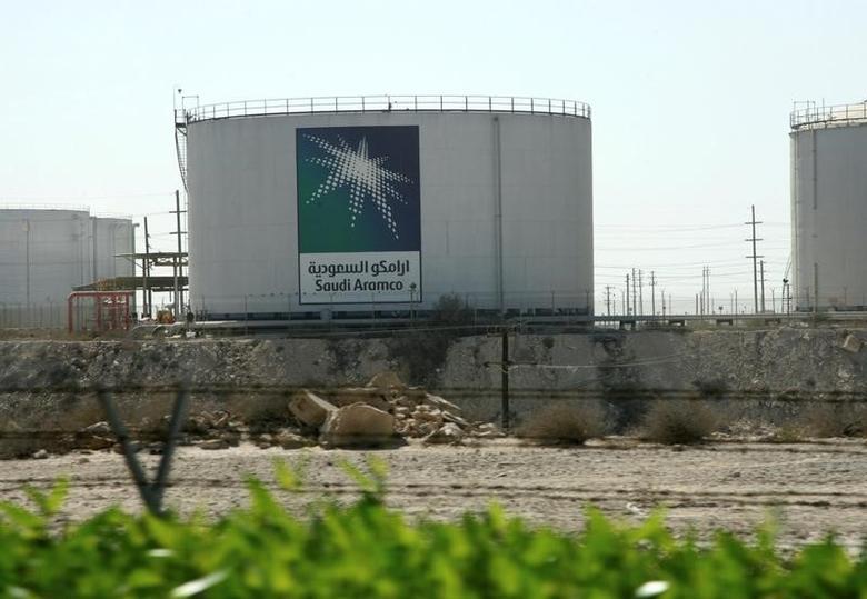 Oil tanks seen at the Saudi Aramco headquarters during a media tour at Damam city November 11, 2007.    REUTERS/ Ali Jarekji/File Photo