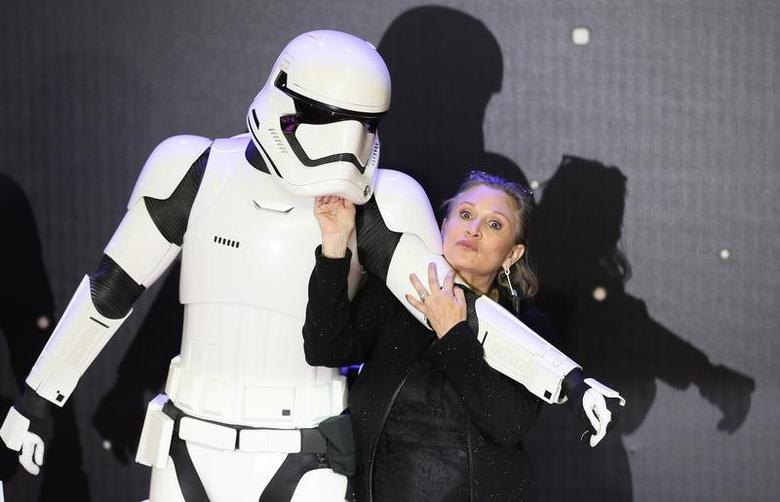 Carrie Fisher poses for cameras as she arrives at the European Premiere of Star Wars, The Force Awakens in Leicester Square, London, December 16, 2015.     REUTERS/Paul Hackett/File Photo