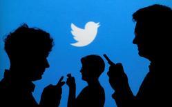 Twitter, à suivre mardi à Wall Street. Kathy Chen, directrice générale du site de microblogging en Chine, a annoncé sa démission huit mois après sa prise de fonctions. /Photo d'archives/REUTERS/Kacper Pempel