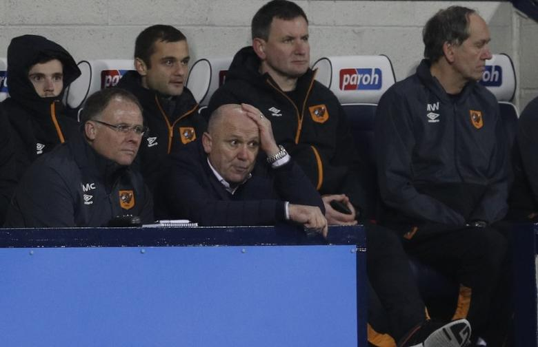 Britain Football Soccer - West Bromwich Albion v Hull City - Premier League - The Hawthorns - 2/1/17 Hull City manager Mike Phelan looks dejected  Reuters / Darren Staples