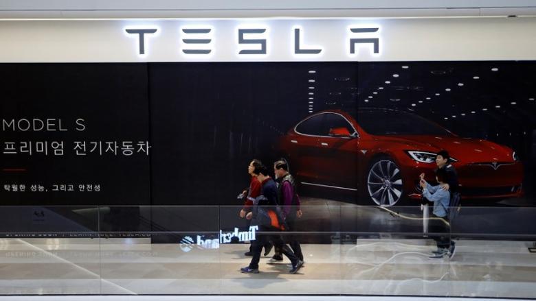 People walk past a planned store of Tesla in Hanam, South Korea, December 22, 2016. Picture taken December 22, 2016.   REUTERS/Kim Hong-Ji