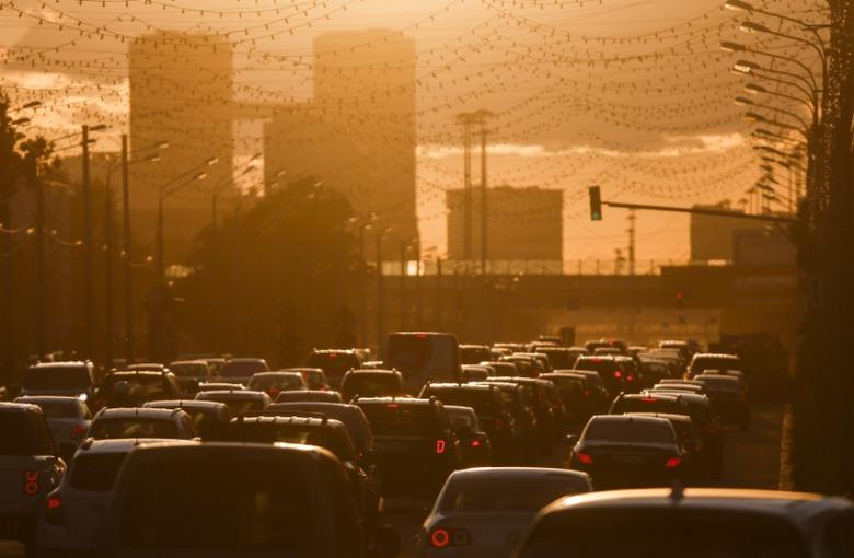 FILE PHOTO: Cars are stuck in a traffic jam during sunset in Moscow, Russia, June 4, 2015. REUTERS/Maxim Shemetov/File Photo