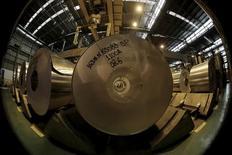 Bobinas de alumínio em fábrica da Novelis em Pindamonhangaba (SP). 19/06/2015 REUTERS/Paulo Whitaker