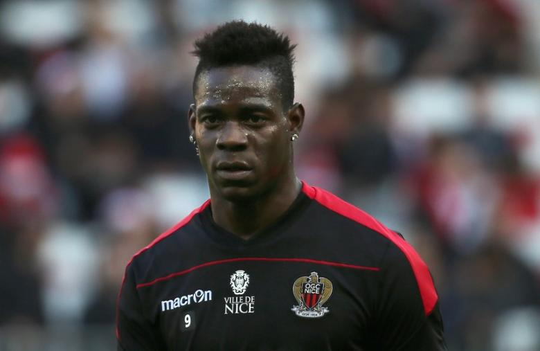 Football Soccer - Nice v Dijon - French Ligue 1 - Allianz Riviera stadium, Nice, France 18/12/16.  Nice's Mario Balotelli is seen before the match.         REUTERS/Eric Gaillard