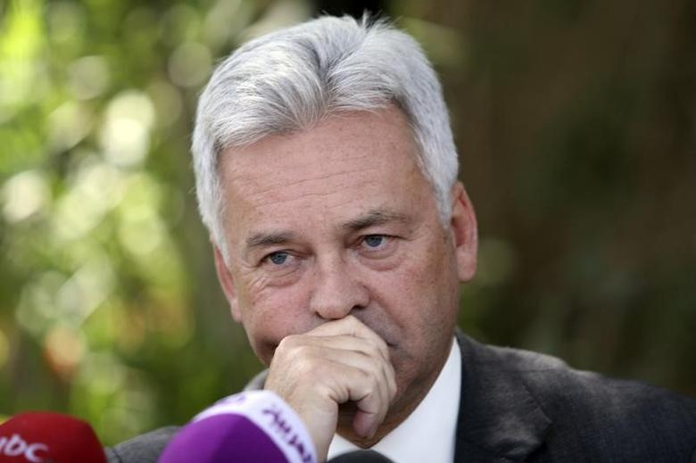 Former Britain's International Development Minister Alan Duncan reacts during a joint news conference with Yemen's Minister of Planning and International Cooperation Mohammed Saeed al-Saidi and UNICEF representative in Yemen Geert Cappelaere in Sanaa October 9, 2012. REUTERS/Mohamed al-Sayaghi