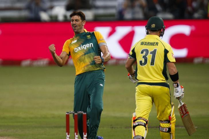 South Africa's David Wiese (L) celebrates the wicket of Australia's David Warner during their first T20 International cricket match in Durban, South Africa, March 4, 2016. REUTERS/Rogan Ward/Files