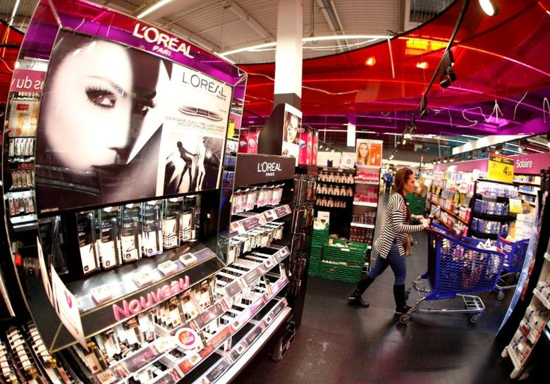 A customer walks past a cosmetics display of French cosmetics group L'Oreal in Nice, France, April 6, 2016. REUTERS/Eric Gaillard/File Photo