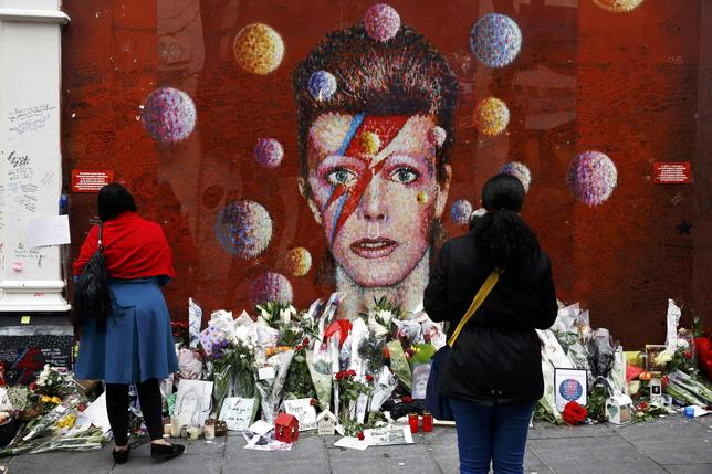 People look at a mural of David Bowie in Brixton, south London, Britain January 10, 2017. REUTERS/Stefan Wermuth