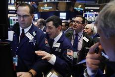 Les indices de Wall Street ont terminé mardi dans le désordre dans un climat de prudence avant le coup d'envoi d'une nouvelle saison de résultats trimestriels. Le Dow Jones a perdu 0,16%. Le Nasdaq Composite a pris de son côté 0,36% /Photo prise le 9 janvier 2017/REUTERS/Lucas Jackson
